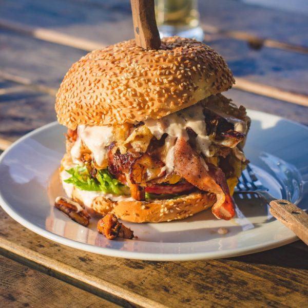 Burger de oaie cu bacon 800 x 800