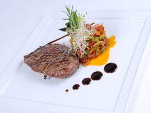 Steak Pave de Strut gatit sous-vide