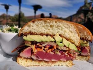 Sandwich cu Steak de Ton si avocador