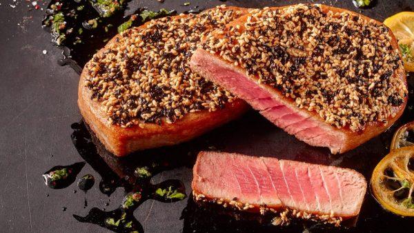 Steak de Ton cu susan si ulei de masline