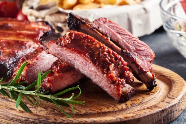 Scaricica din piept de porc cu sos barbeque