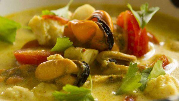 Supa de Peste cu carne de scoici Midii si Curry galben 848x477 1