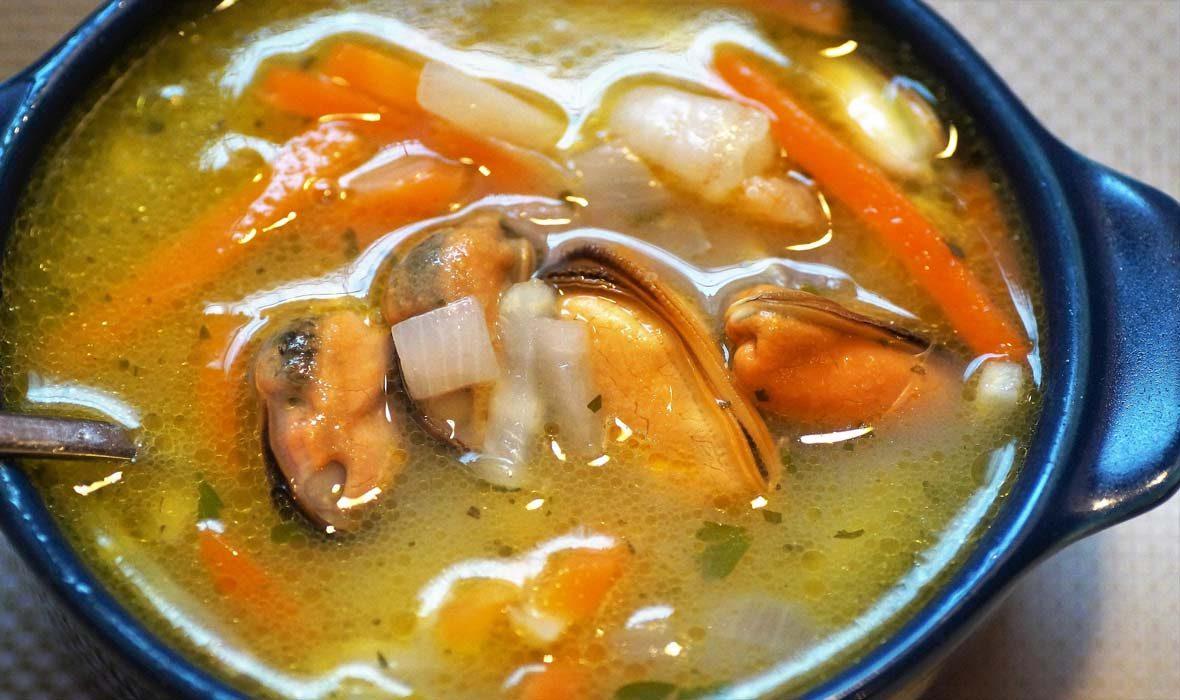 Supa de Rosii cu Merluciu si carne de scoici Midii